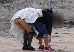 【画像】子連れママさんたちの無防備すぎるパンチラ盗撮!の画像