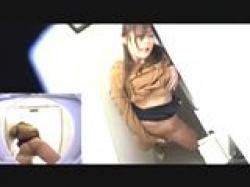 《 オナニー 》 トイレでオナるお姉さん達。の画像