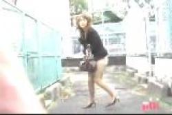 《 悪 戯 》スカートを剥ぎ取られたお姉さん達を盗撮。の画像