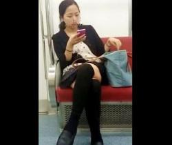 キューブ流出!電車で見かけたお姉さんを粘着ストーキング!スカートめくり盗撮の画像
