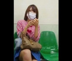 キューブ流出!マスクをしてても滲み出る美人オーラを放つお姉さんをスカートめくり盗撮の画像