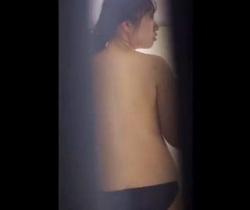 民家覗き 一人暮らしJDの半裸生活の画像