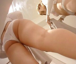 コス生流出!目の前に美女の肉々しいプリケツが!アパレルショップ試着室に潜入盗撮の画像