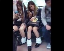 【クリオネ】女子校生ストーキング盗撮!期待通りのパンチラを披露したギャルJKの画像