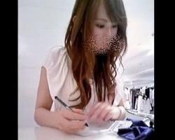 【Mr.研修生】これは美人さん!ショップ店員の顔撮り&パンチラ撮影に成功!の画像