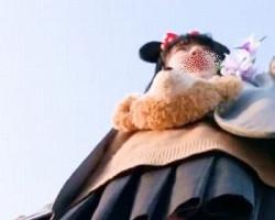 夢の国で隠し撮り☆テーマパークでキャピキャピはしゃぐ女子校生のピンクPをGET!の画像