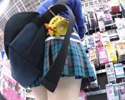 美少女オーラを漂わせるミニスカ女子校生を追跡隠し撮り!の画像