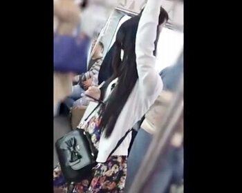 食い込みえっぐwww外見清楚系お嬢様のスカートの中身はまさかのプリケツTバック!の画像