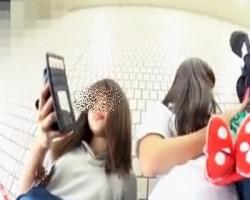 駅で見かけた制服女子をストーキング&逆さ撮りの画像