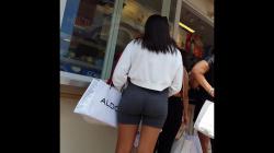 列に並ぶスパッツ女性のプリケツ隠し撮りwww【盗撮】の画像