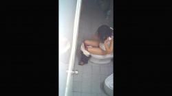 【覗き】韓国トイレお姉さんが用を足してるところを隠し撮りwww【盗撮】の画像