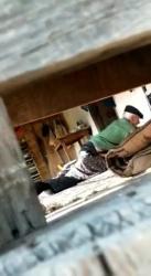 小屋の中を覗き老夫婦の着衣セックスを隠し撮りwww【盗撮】の画像