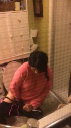 民家の洗面所覗き就寝前豊満人妻熟女が用を足し着替え歯を磨いてるところを隠し撮りwww【海外盗撮】の画像