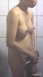 お風呂覗きシャワーを浴びる腹の出た美巨乳熟女の裸体を隠し撮りwww【盗撮】の画像