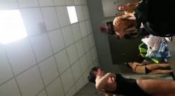 プールの更衣室で水着に着替える熟女を潜入女盗撮師が隠し撮りwww【覗き】の画像
