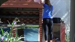 隣の家の奥さんのレギンスプリけつをこっそり隠し撮りwww【盗撮】の画像