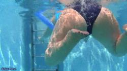 水中カメラでぽっちゃり水着女性のデカ尻隠し撮りwww【盗撮】の画像