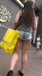 ハミケツがエロ過ぎる街中ホットパンツ娘を隠し撮りwww【盗撮】の画像