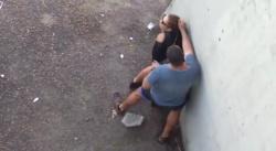 普通に人が通る道で立ちバックでハメてるカップルを上から隠し撮りwww【青姦盗撮】の画像