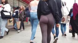 良く動く尻肉のパツパツレギンス女性を街中追跡隠し撮りwww【海外盗撮】の画像