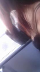 【胸チラ】車内でセクシー素人女性の胸の谷間を隠し撮りwww【盗撮】の画像
