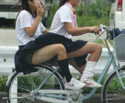 jkの自転車パンチラ画像の画像