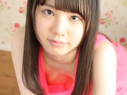 山崎水愛ちゃんノーブラで胸元ユルユル乳首ポロリ動画の画像