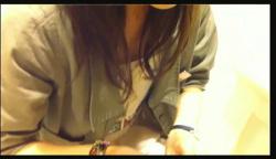 【パンチラ】これはやばい逆さHERO!アイドル級の美人店員は生理用パンツでした!の画像