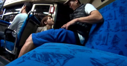 【カーセックス】これはやばい深夜バスの中で痴女に手コキされました!もう性欲が止まりません!の画像