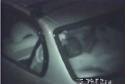 【カーセックス】これは危険な本物盗撮ですね!真夜中の駐車場でカメラ小僧が隠し撮りしたやばいやつです。の画像