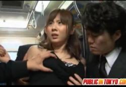 【痴漢】これはやばいデカパイお姉さんです!電車の中で集団の痴漢に会いました。麻美ゆま。の画像