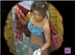 【海の家】本当に劣情を誘うビキニ水着のボインお姉さんです!シャワールームで隠し撮り。の画像