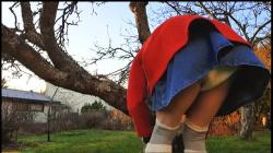 【お漏らし】ミニスカートの下はオムツで、そのまま失禁します『おむつクリスマスデコレーション』【LittleLadyLumi+オムツ+おしっこ+ABDL】の画像