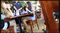 【街撮り盗撮】カフェでセクシーな女子大生たちの足を個人撮影してます『Candid 236』【Nikomaster+太もも+ホットパンツ】の画像