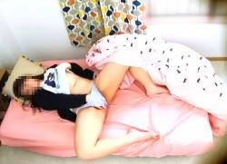 【オナニー盗撮】自宅の寝室でこっそりオナるアウロリJKを隠し撮りです『マスターベーション123820』【民家+女子高生】の画像