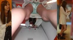 【激パンチラ】生脚、太腿、パンツお尻まで見えるって逆さ撮りは素晴らしいシコの画像