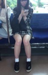 通勤途中で出会った対面のパンチラ「きっと今日はいい事ある」と心の中で呟いた。の画像