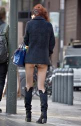 おいおい!スカート短か過ぎやろwパンツ丸見えしてるやんwの画像