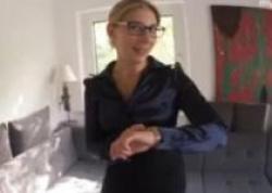 仕事に行く前にサテンブラウスのアシスタント美女と着衣のままハメ撮りした映像!の画像
