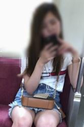 電車で通勤中に女子達の股間部分を狙ったパンチラ・太もも画像(30枚)の画像