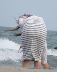 履いてるパンツの柄まで分かる透けパンチラ・パン線がエロ過ぎたの画像