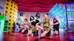 元AKB48で韓国Rocket Punchの高橋朱里が大胆なパンチラの画像