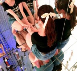 チームラボって床にパンチラ写りまくって最高のパンチラスポットになってるらしいの画像