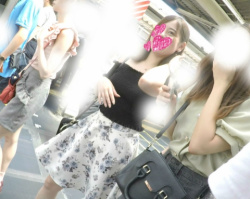 【逆さ撮り】街中のいたる所でスカート女性を狙って撮影した逆さ撮りパンチラ画像(21枚)の画像