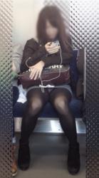 黒パンスト・黒パンストから透けるパンチラがエロい電車内での隠し撮りエロ画像(20枚)の画像