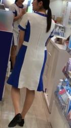 【逆さ撮り】D〇Cの制服ワンピを逆さ撮りした店員さん達の逆さ撮りパンチラ画像の画像
