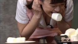 お色気番組・ビーチ9で桐谷まつりが胸チラとパンチラ晒してるの画像
