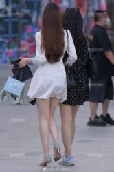 街中で透けパンチラしてる女性を発見してとっさにスマホを構えて撮影の画像
