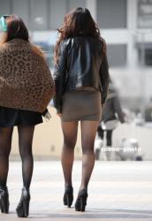 寒くなってきたから見たくなるミニスカ・黒パンストの街撮り画像の画像