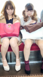 タイトスカートが目の前に座ったらパンチラ率がめちゃくちゃ高い事が分かるパンチラ画像(20枚)の画像